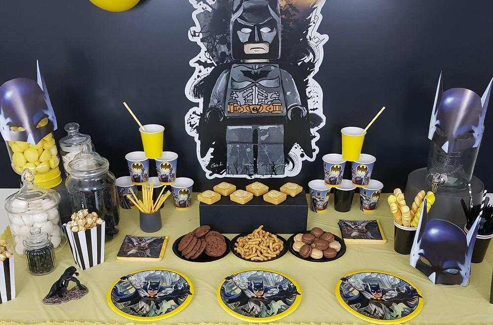 Idée Panneau Photo Pour Anniversaire.Organisation D Un Anniversaire Batman Noir Jaune Argent