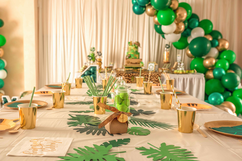 anniversaire thème jungle safari 16 ans vert doré chic sweet tablez