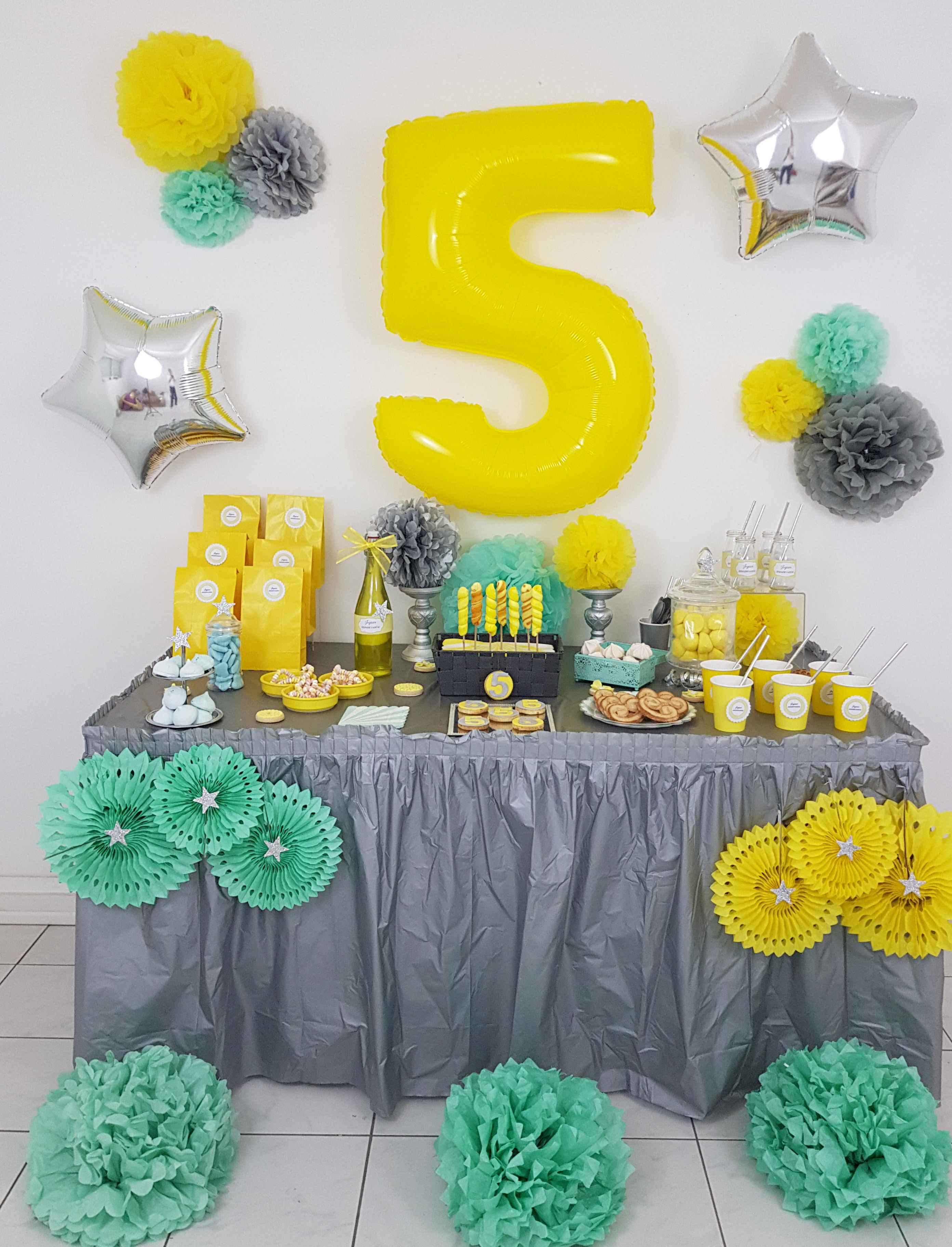 Deco Jaune Et Vert anniversaire de samuel 5 ans en jaune gris argent et mint